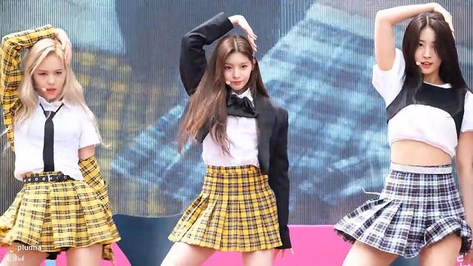 韓国ミニスカアイドル